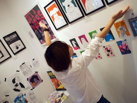 4人の若者が描く都会「シティウォーズ」展